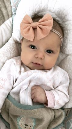 Lexie loves anything rose gold, just like her momma! #rosegold #shimmer #hairbow #babygirl #littleellarae #momlife #baby #toddler #headband