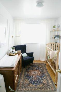 chambre bébé mixte, chambre bebe pas cher de couleur blanc, lit en bois clair