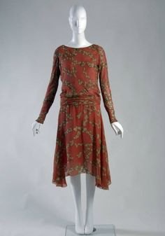 Printed silk day dress, by Chanel, 1925. (source: Chicago History Museum)
