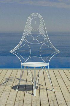 Witte spiegel - white mirror - #tzolkin - Wat zie je? Een stoel of een omhelzing of....?