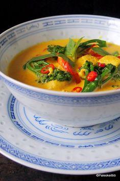 Kookoksinen mango-kanacurry kevääseen   PALEOKEITTIÖ Thai Red Curry, Mango, Keto, Yummy Food, Dinner, Ethnic Recipes, Drinks, Manga, Dining