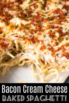 dinner recipes for family main dishes Bacon Cream Cheese Baked Spaghetti is a delicious pasta recipe loaded with crumbled bacon, Philadelphia Whipped Chive cream chee Baked Pasta Recipes, Vegan Recipes Easy, Easy Dinner Recipes, Italian Recipes, Diet Recipes, Chicken Recipes, Cooking Recipes, Cream Cheese Spaghetti, Sauces