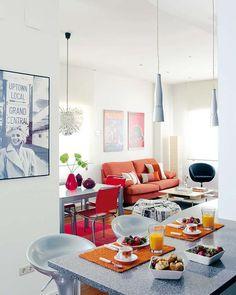 Living, dinning room and office. Small apartament 63m². Una casa de cine