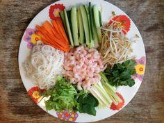 Verse Vietnamese loempia's (springrolls) – Foodie Fredi Snack Recipes, Healthy Recipes, Snacks, Healthy Food, Vietnamese Spring Rolls, Asian Kitchen, Summer Rolls, Tasty, Yummy Food