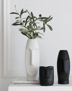 BLACK and WHITE face vase / Handmade Ceramic Vase / Minimalist Decor /Modern/Air Plant Pot/Flower vase/Gift/Living Room decor Diy Clay, Clay Crafts, Flower Vases, Flower Pots, Keramik Design, Clay Art Projects, Ceramic Vase, Ceramic Decor, Minimalist Decor