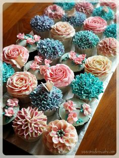 9 Fun Ways To Decorate Cupcakes That Look Awesome Floral Cupcakes, Cute Cupcakes, Cupcake Cookies, Flower Cupcake Cake, Cupcake Bouquets, Icing Flowers, Buttercream Flowers, Buttercream Cupcakes, Bolo Cake