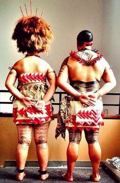 People of the Pacific Samoan Dance, Polynesian Dance, Polynesian Culture, Polynesian Food, Polynesian Tattoos, Traditional Fashion, Traditional Dresses, Traditional Tattoo, Samoan Flag