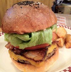 ベーコンチーズバーガー@MUNCH'S BURGER SHACK。肉厚の自家製スモークベーコンの存在感がすごい!手仕込みのパティもハンパない!
