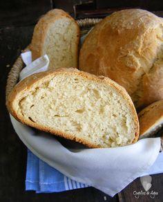 Uno de los panes más sencillos y deliciosos que he comido últimamente. Tostado con mantequilla unos días y otros con un estup...