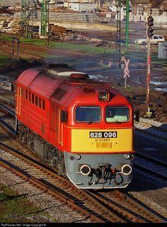 Hungarian State Railways (MÁV) 628 / at Békéscsaba, Hungary Trommler, Train Light, Rail Train, Old Trains, Light Rail, Train Journey, Water Tower, Train Tracks, Commercial Vehicle