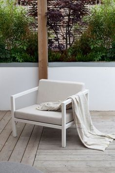 Hagedesignerens egen drømmehage - Byggmakker Outdoor Spaces, Outdoor Chairs, Outdoor Living, Outdoor Furniture, Outdoor Decor, Backyard, Patio, Planters, Exterior