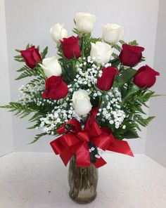 Custom designed flower arrangements delivered in Phoenix, AZ by Roadrunner Florist. Valentine Flower Arrangements, Rose Arrangements, Valentines Flowers, Mothers Day Flowers, Contemporary Flower Arrangements, Beautiful Flower Arrangements, Grave Flowers, Birthday Roses, Red And White Roses