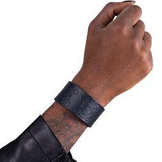 Läderarmband Skully blå. Snyggt armband! b9c9c6700ae7d
