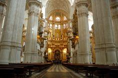 Catedral de Granada/ Cathedral of Granada  •La catedral de granada fue construido en el siglo XVI después la cambia de fuerza del reino moro y los católicos de España. En la arquitectura hay influencia de los dos de estas culturas. Hay influencia de la época baroco y el renacimiento española. También se llama la catedral de la encarnación.