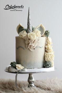 Tortàk Unicorn Cakes, Unicorn Party, Beautiful Desserts, Occasion Cakes, Baby Party, Pretty Cakes, Cream Cake, Themed Cakes, No Bake Cake