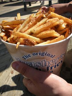 Boardwalk french fries and malt vinegar Burger And Fries, Burgers, Tasty Dishes, Side Dishes, French Fries, Vinegar, Yum Yum, Hockey, Cooking