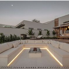 Backyard Seating, Backyard Patio Designs, Modern Backyard, Backyard Landscaping, Backyard Ideas, Rooftop Terrace Design, Rooftop Deck, Outdoor Fireplace Designs, Design Exterior