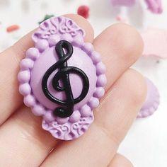 🎼🎶🎵 ° • ° • #music #trebleclef #cheiasol #handmade #polymerclay #purple #black #brooch #polymer #clay #pin #handcraft #craft #baroque #classic Treble Clef, Handmade Polymer Clay, Baroque, Book Art, Miniatures, Notebook, Brooch, Purple, Classic
