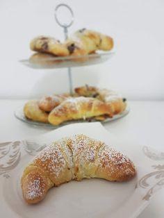 Dinkelkipferl aus Buttermilchgermteig mit Nuss Nougatcreme Butter, Doughnut, French Toast, Bakery, Breakfast, Desserts, Food, Biscuits, Milk