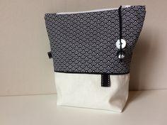 Trousse en toile de coton blanc et coton imprimé noir et blanc. : Trousses par sepia