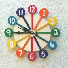 Colorful Clock Made From Popsicle Sticks Cd Crafts, Popsicle Stick Crafts, Popsicle Sticks, Recycled Crafts, Craft Stick Crafts, Crafts For Kids, Arts And Crafts, Crafts With Recycled Materials, Recycled Glass