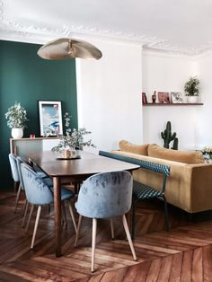 Besuchen Sie Paolo et Anna - Billie Blanket - Dining Room Green Dining Room, Dining Room Design, Colorful Interior Design, Colorful Interiors, Dining Room Inspiration, Home Decor Inspiration, Decor Ideas, Green Accent Walls, Apartment Interior
