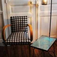 lampadaire porte couvert ikea table années 50 et fauteuil bridge motif pied de poule Armchair, Ikea, Table, Design, Furniture, Home Decor, Floor Lamps, Home Decoration, Sofa Chair