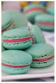 Bubble Gum Macaron 19 Sinfully Delicious Macarons That Are Almost Too Pretty To Eat Just Desserts, Delicious Desserts, Yummy Food, Macaroons Flavors, Cookie Recipes, Dessert Recipes, Macaroon Cookies, Shortbread Cookies, Desert Recipes
