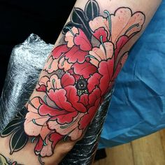 Red and peach peony today on @xtattooredx thanks! Bloody photo but you get the…
