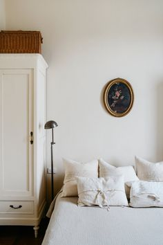 All white bedroom with an oval vintage portrait hung over the bed, bed next to wardrobe Home Bedroom, Bedroom Decor, Modern Bedroom, Bedroom Ideas, Bedroom Signs, Decorating Bedrooms, Master Bedrooms, Bedroom Apartment, Bedroom Furniture