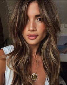 """Uploaded by Miss Nerish choclate + golden highlights"" Medium Hair Styles, Long Hair Styles, Latest Haircuts, Latest Hairstyles, Corte Y Color, Gorgeous Hair, Stunning Brunette, Brunette Hair, Great Hair"