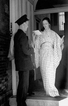 model Mate Lorenzetti with postman, 1951, London, by Frank Horvat