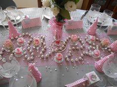 1000 images about table decorations on pinterest wine for Deco table blanc et gris