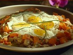 Emeril's Roast Turkey and Sweet Potato Hash with Fried Eggs. I ain't on no diet so I recommend substituting sausage for the roast turkey. Egg Recipes, Sweet Recipes, Cooking Recipes, Paleo Recipes, Cooking Tips, Recipies, Chorizo, Boiled Fruit Cake, Turkey Hash