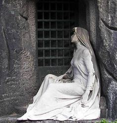 Pere Lachaise Tomb Statuary