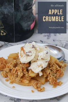 The ultimate apple crumble recipe. a sweet apple filling with a crunchy oat topping. Serve with ice-cream for the perfect winter dessert. Easy Apple Crumble, Apple Crumble Recipe, Apple Crisp Recipes, Apple Filling, Fruit Crumble, Winter Desserts, Easy Desserts, Dessert Recipes, Delicious Desserts