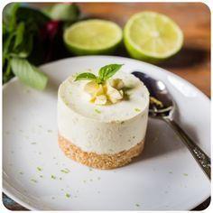 Cheesecake de Limão e Manjericão Key Lime Pie, Eclairs, Pavlova, Healthy Cake Recipes, Dessert Recipes, Strawberry Icebox Cake, Oreo, Macarons, Cupcakes