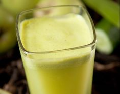 Dream Detox Juice >courtesy Linda J. O'Neill What you need: 2 apples 1 slice if lemon 1 inch of cucumber 1 stick of celery 1 inch of ginger ice Juicing For Health, Health And Nutrition, Juice Master, Healthy Fruits And Vegetables, Detox Juice Recipes, Juicing Benefits, Juice Smoothie, Smoothies, Detox Soup