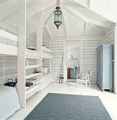 Beautiful coastal bunk rooms with seaside touches. Coastal beach house bunk rooms with nautical style. Bunk Beds Built In, Modern Bunk Beds, Kids Bunk Beds, Modern Loft, Bunk Rooms, Attic Rooms, Home Fashion, Fashion Room, Loft Spaces