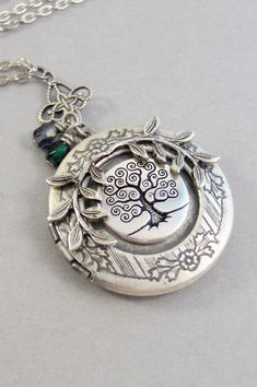 M//A Women Girls Folding Flower That Holds Pictures Locket Pendant Memory Necklace Rattan Daisy Leaf Drop