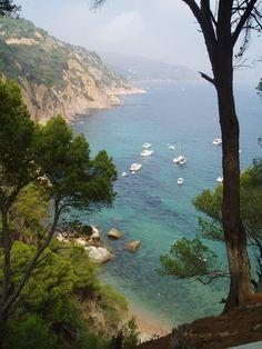 Un lloc preciós Begur Empordà - Spain Begur Costa Brava, Heavenly Places, Miles To Go, Barcelona Catalonia, Travel Around, Beautiful Places, Places To Visit, Around The Worlds, City