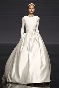 beautiful wedding Défilé Rosa Clará, however I would rather wear it as a gala gown.