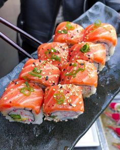 Find images and videos about food, delicious and sushi on We Heart It - the app to get lost in what you love. Sushi Recipes, Asian Recipes, Healthy Recipes, Bakery Recipes, Yummy Recipes, I Love Food, Good Food, Yummy Food, Food Platters