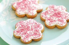 Make a batch of these pretty flower cookies for your loved ones.