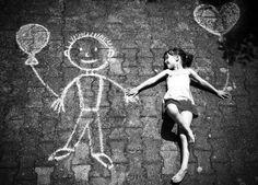 """""""A criança, depois que deixa de ser criança, esquece que já o foi. Torna-se um indivíduo diferente, estranho, distante da sua essência. Não é capaz de resgatar o que já foi; não está apto a acolher aqueles que ainda estão lá, naquele lugar onde não é possível voltar. O adulto é uma criança que se perdeu."""""""