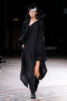 See the complete Yohji Yamamoto Spring 2017 Ready-to-Wear collection.
