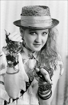 Cyndi Lauper -  Bangles!