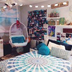 Image via We Heart It https://weheartit.com/entry/154319612 #college #cute #diy #room #teen #tween #roomspiration