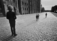 Here's a BBC documentary film regarding children who were photographed in Liverpool in May 1966 with Bob Dylan – tracked down by Chris Hockenhull 40 years later. It's about photog…
