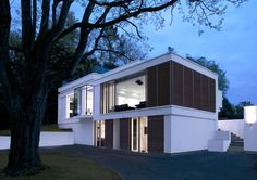 #White, #modern, #Surrey, #Lodge, #Garden